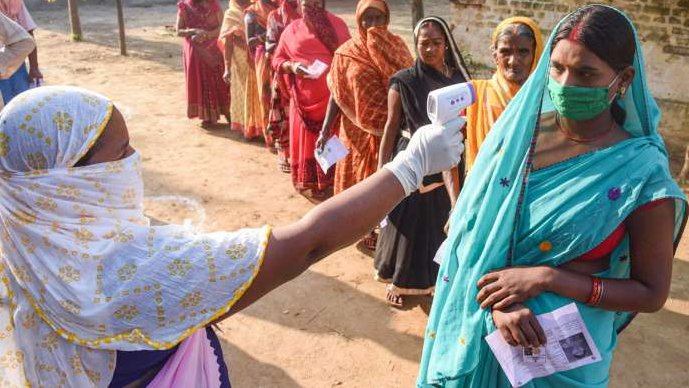 ബിഹാര് തെരഞ്ഞെടുപ്പ്; വോട്ടിംഗ് മെഷിന് ബിജെപി തകരാറിലാക്കി, 55 ബൂത്തുകളിലെ പോളിംഗ് റദ്ദാക്കണമെന്ന് ആര്ജെഡി