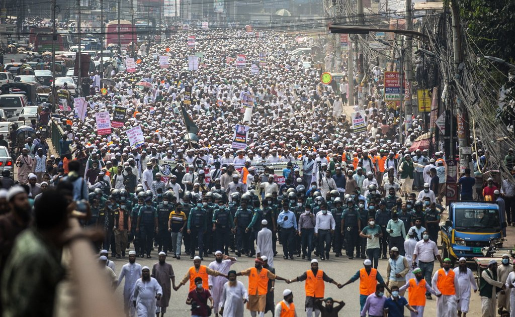 ഫ്രഞ്ച് ഉല്പന്നങ്ങള് ബഹിഷ്കരിക്കുക; ബംഗ്ലാദേശില് 40,000 പേരുടെ പടുകൂറ്റന് റാലി