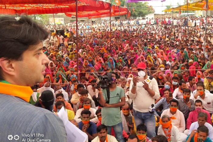 മാസ്കില്ല, സാമൂഹിക അകലമില്ല- ബിഹാറില് ജ്യോതിരാദിത്യ സിന്ധ്യയുടെ പ്രചാരണ സമ്മേളനം
