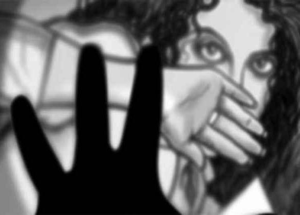 വിവാഹ വാഗ്ദാനം നല്കി നടിയെ പീഡിപ്പിച്ചു; കാസ്റ്റിങ് ഡയറക്ടര്ക്കെതിരെ കേസ്