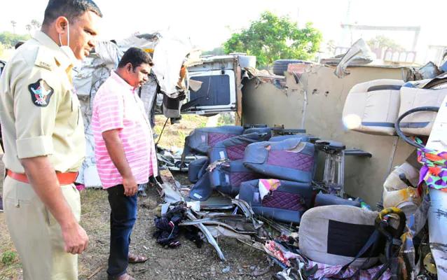 ആന്ധ്രാപ്രദേശില് ട്രക്ക് ബസുമായി കൂട്ടയിടിച്ച് 14 മരണം