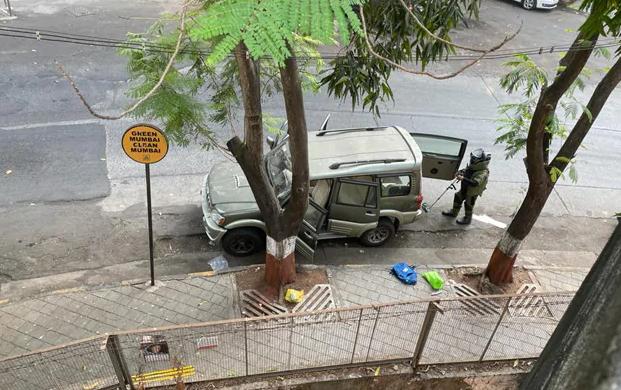 മുകേഷ് അംബാനിയുടെ വസതിക്കു മുന്നില് സ്ഫോടന വസ്തുക്കള് നിറച്ച വാഹനം; 'ഇതൊരു ട്രെയ്ലര്' മാത്രമെന്ന് ഭീഷണി