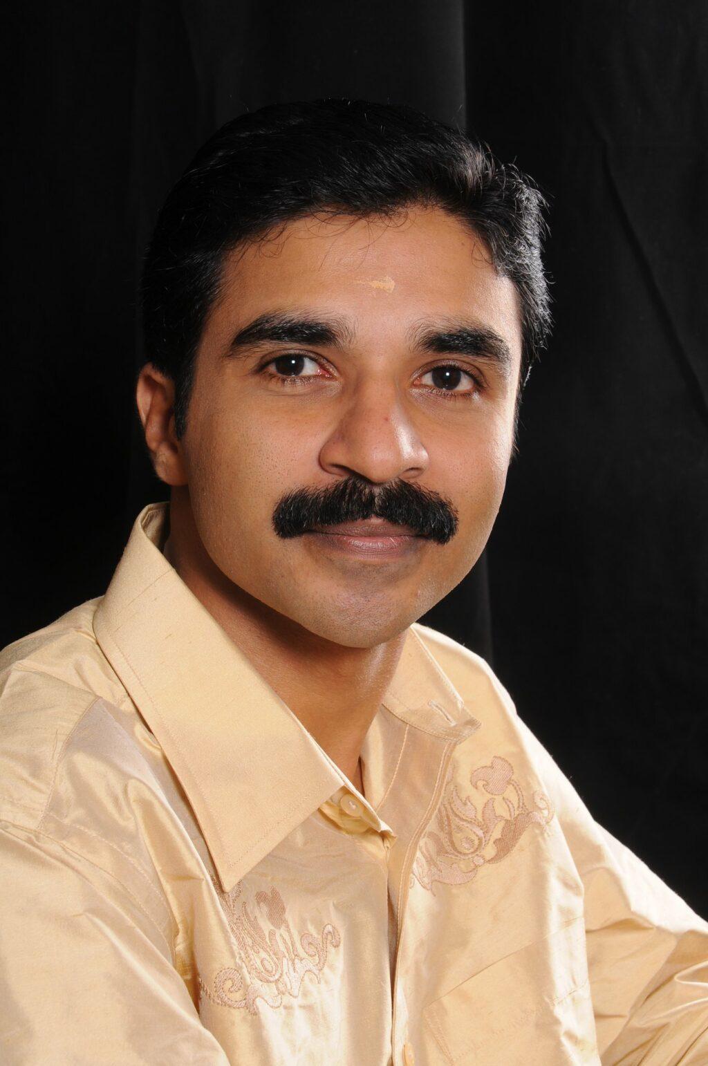 കോവിഡ്: മാതൃഭൂമി ന്യൂസ് സീനിയര് ചീഫ് റിപ്പോര്ട്ടര് വിപിന് ചന്ദ് അന്തരിച്ചു